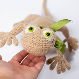 Soft lizard for kids. Reddish birthday present